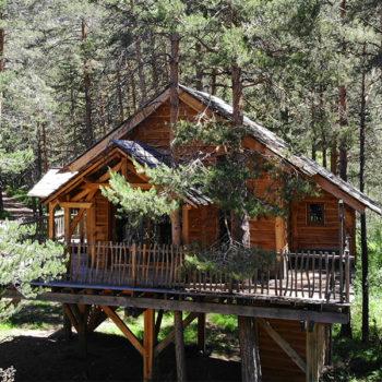 Cabane dans les arbres en location © Camping Municipal Le Bois des Alberts - Montgenèvre